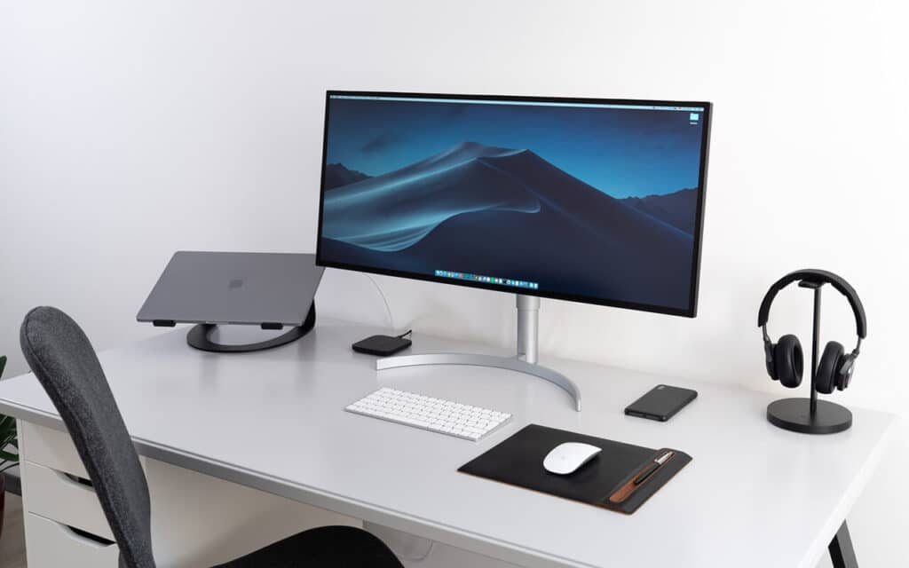 How to close laptop and use monitor