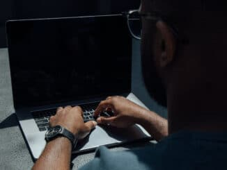 How to turn off laptop screen